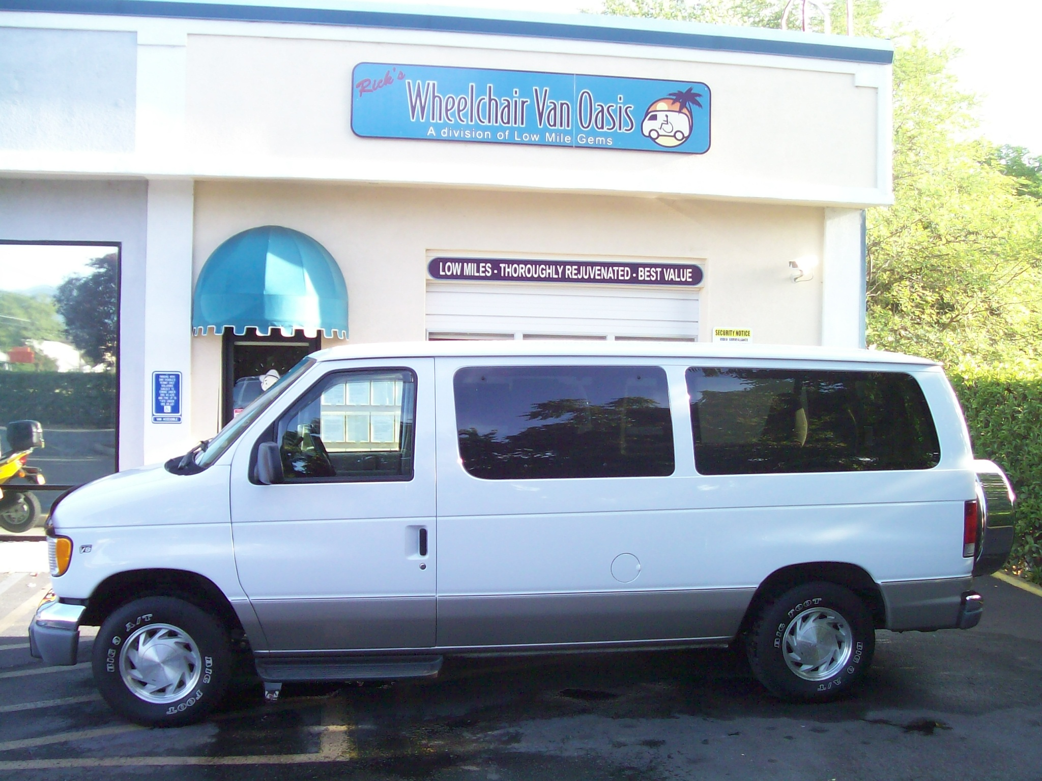 Notable Features Of This Rare And Desirable Chateau Model Factory Dark Windows Two Tone Paint With Striping Alloy Wheels Running Boards