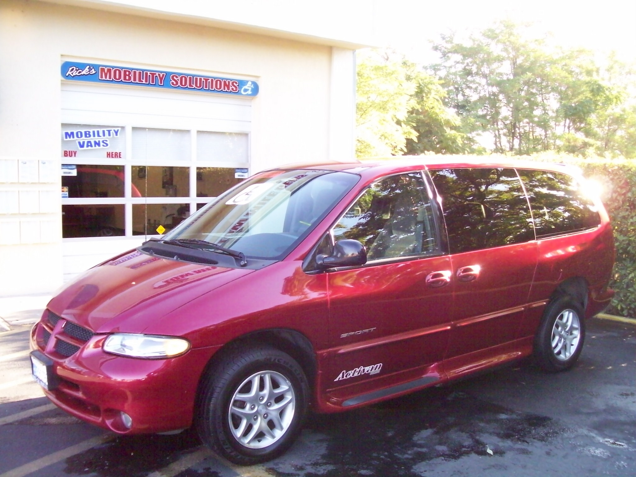 1999 dodge caravan ricon braun activan 68 000 miles current price 13 900 about financing includes warranty